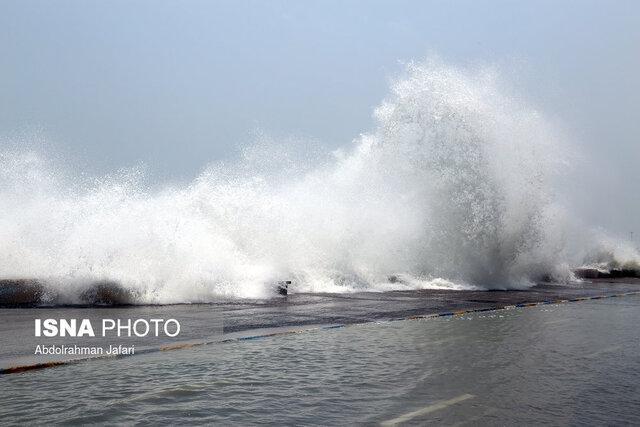 ارتفاع موج دریا در بوشهر به بیش از 2.5 متر می رسد