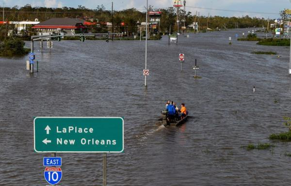 توفان آیدا در آمریکا ؛ فرار دهها هزار نفر ، قطع برق نیم میلیون تن